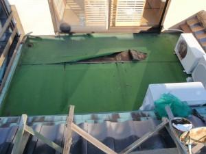 着工前 シート防水がめくれ雨漏れ