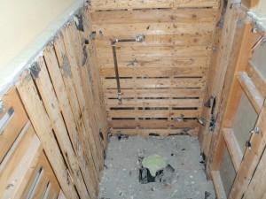 施工中 床・壁にの解体中